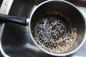 burnt-black-rice-pot